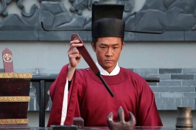 为何武将出身的宋太祖赵匡胤,却把文人当宝,把武将当草?