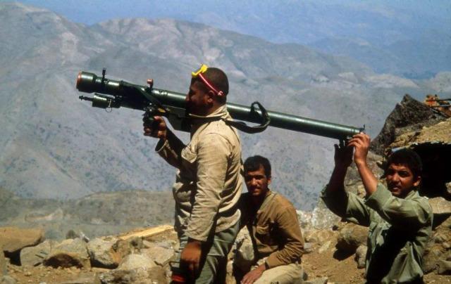 已经有国防军,为何伊朗还要组建革命卫队?得知真相后真觉得庆幸