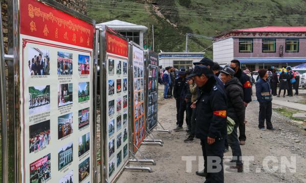 """西藏加查县开展""""回顾历史、珍惜现在""""新旧对比巡展活动"""