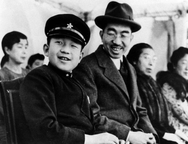 日本为何敢偷袭美国?天皇和大臣滑稽对话,让人们看到可笑的智商